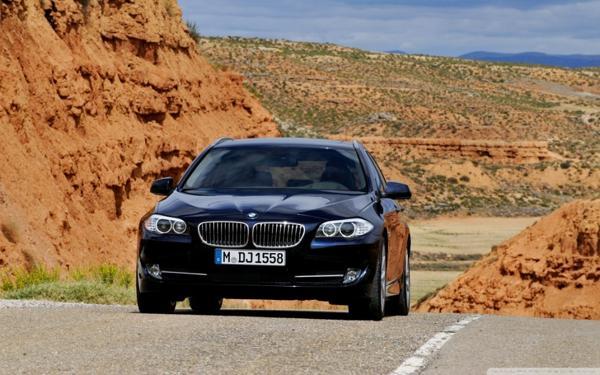 La policía contactó con la dirección de BMW para solicitar la localización del vehículo (WWide)