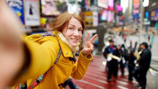 Por qué es tan peligroso sacarse selfies haciendo el símbolo de la paz