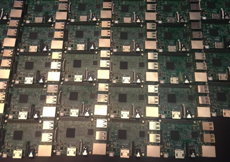 The Beast: Genial clúster con 144 Raspberry Pi 3