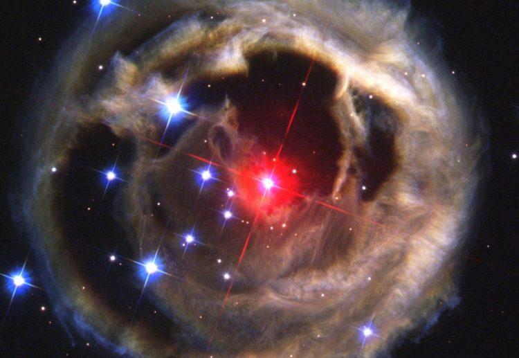 Una «nova roja» podría iluminar nuestro cielo en el año 2022