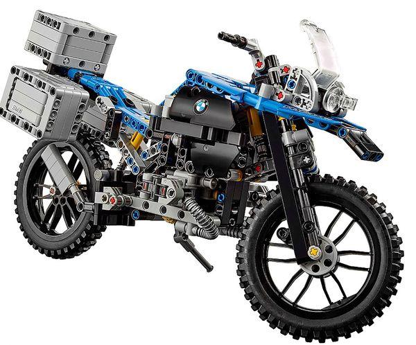 LEGO presentó en Europa una pequeña versión para armar de la BMW R 1200 GS Adventure y sirvió para idear la moto voladora