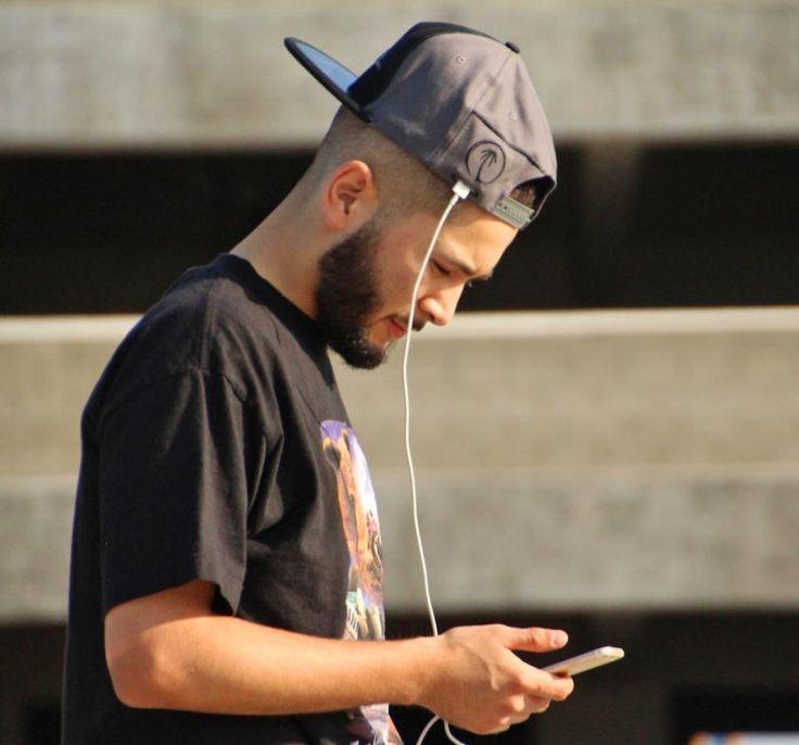SOLSOL: Gorra con paneles solares para cargar tu celular