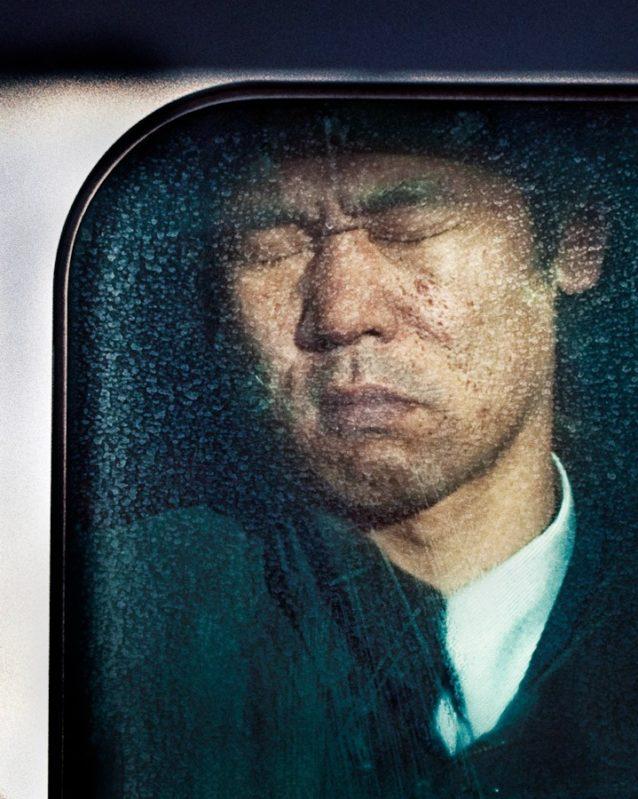 Compresión Tokio: Retratos íntimos en la hora pico del metro de Tokio
