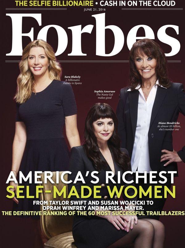 Sophia Amoruso en la tapa de la revista Forbes edición US en junio de 2016, catalogada como una de las mujeres estadounidenses más ricas del mundo, la segunda Millennial detrás de Taylor Swift