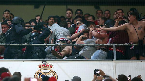 El Bayern Munich pidió al gobierno alemán que proteste por el violento accionar de la Policía española contra sus hinchas