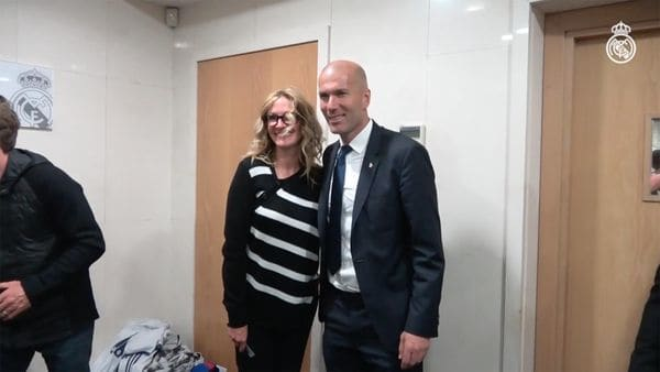 Julia Roberts junto al entrenador del Real Madrid, Zinedine Zidane.