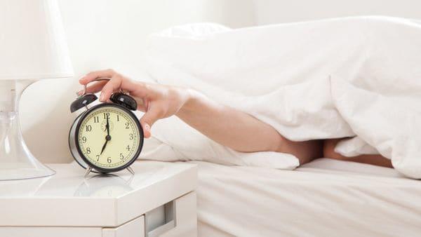 Los noctámbulos que tienen problemas para despertarse a la mañana pueden tener una mutación genética (iStock)