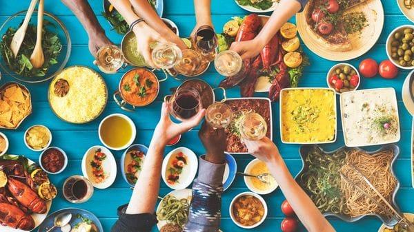 El pollo, el pescado y la ingesta de agua son las bases de la dieta (Istock)