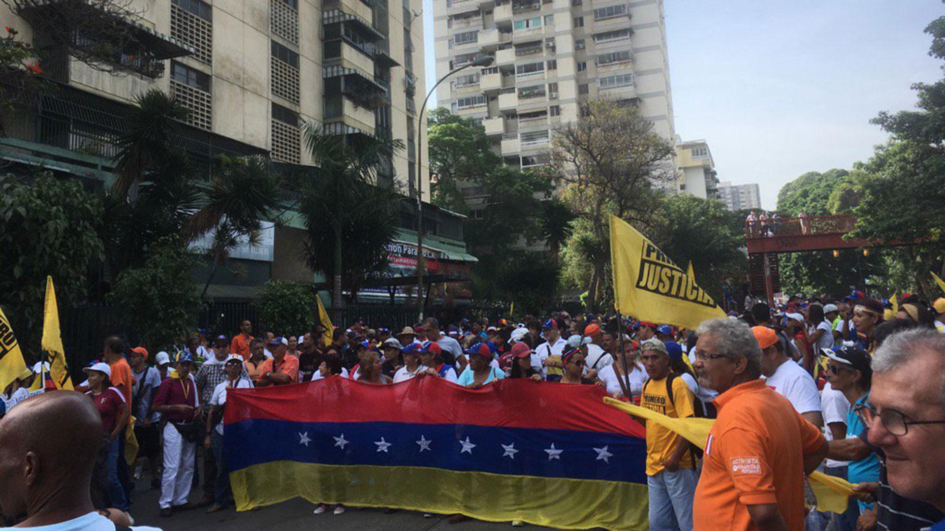 Los venezolanos en el inicio de la marcha de este miércoles