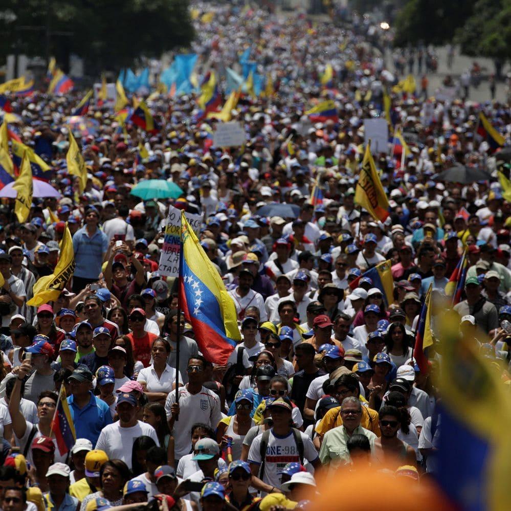Las imágenes más impactantes del #19A, las multitudinarias marchas opositoras en Venezuela