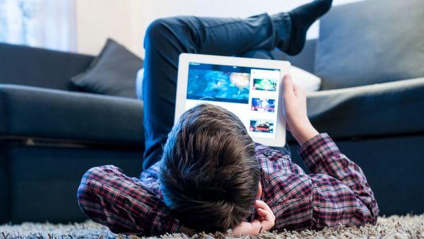 Los niños que las utilizan antes de acostarse tienen más del doble de riesgo de dormir un tiempo insuficiente