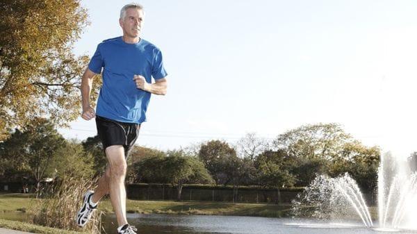 La actividad física es clave para estimular la musculatura en la adultez (iStock)