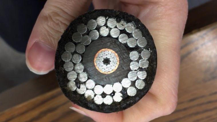 Qué hay dentro de un cable submarino