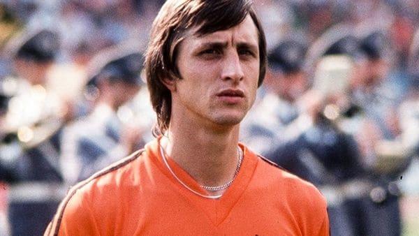 Cruyff jugó su primera etapa en el Ajax entre 1964 y 1974 y luego diputó las temporadas1981/82 y 1982/83(AP)