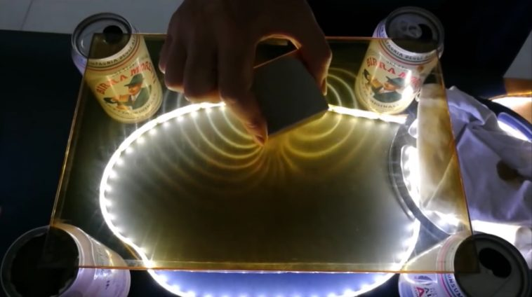 Cómo ver los campos magnéticos con ferrofluidos (DIY)