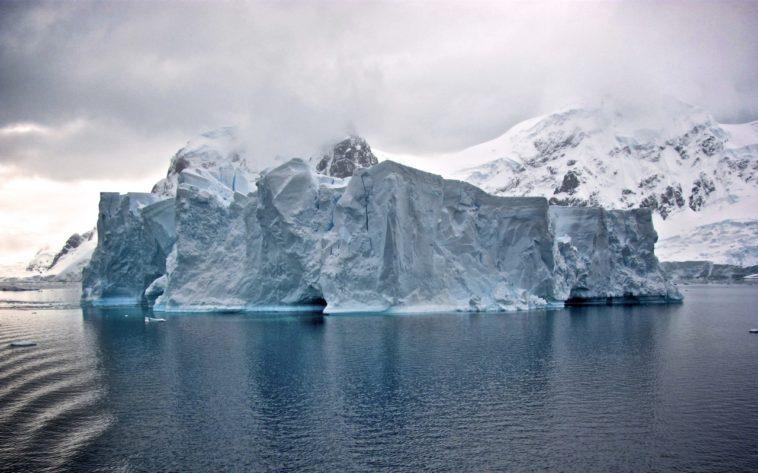 Remolcar icebergs, el plan de los Emiratos Árabes para obtener agua