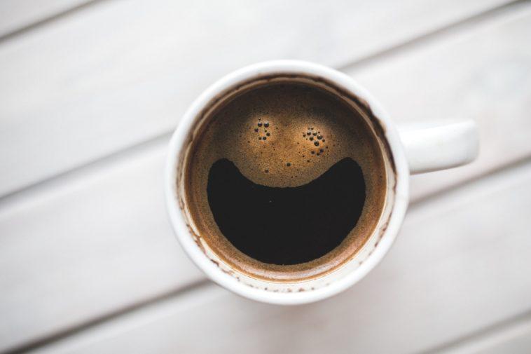 Tomar mucho café podría prolongar tu vida