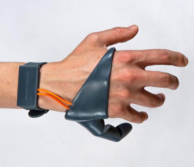 Un tercer pulgar artificial para extender nuestras habilidades naturales