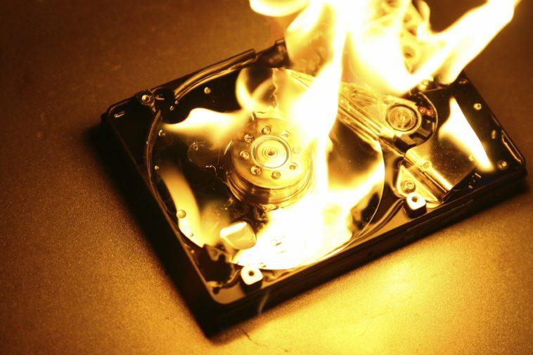 Un usuario almacenó 1.8 petabytes de «material para adultos» en Amazon
