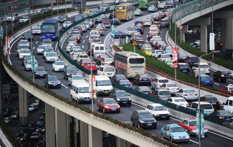 China busca prohibir los vehículos de combustión interna