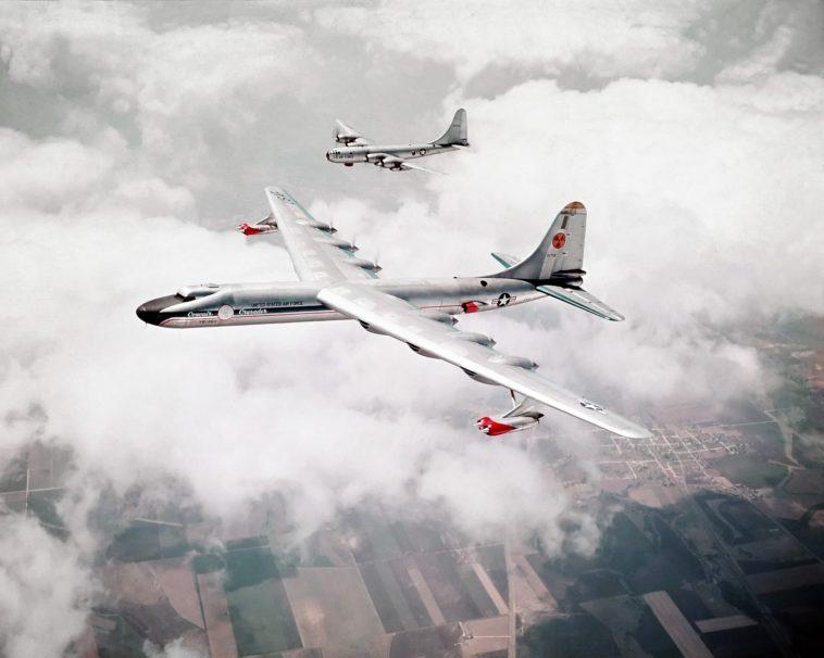 El avión atómico: La locura de poner reactores nucleares en los aviones