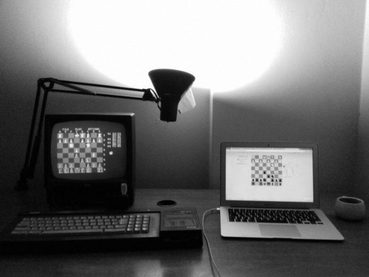 Una copia de Chessmaster 2000 para Amstrad CPC derrotó a un motor de ajedrez de última generación